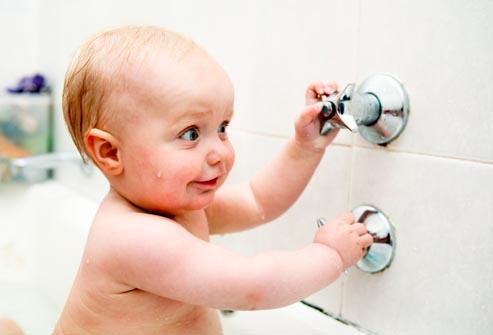 Bebeğe Nasıl Banyo Yaptırılır?