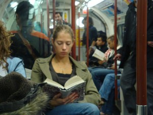 Metroda Kitap Okumak