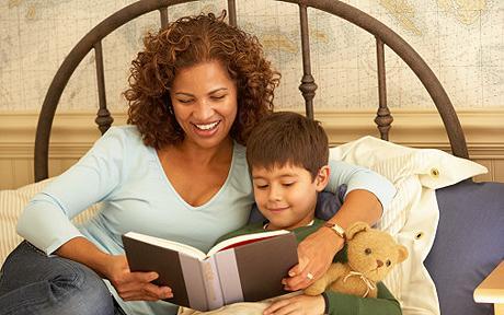 Çocuğunuza hikayeler okuyun.