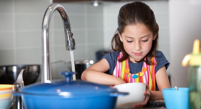 Çocuğum bulaşık yıkamalı mı?